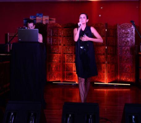 María Reyes madrina del proyecto. Actuando en la presentación del proyecto en Melilla