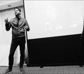 Sergio Gallardo dando una conferencia sobre consumo responsable