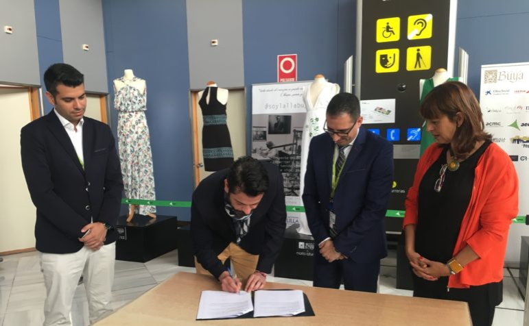 Sergio Gallardo Presidente de Lal La Buya firma el acuerdo con Aena #soylallabuya