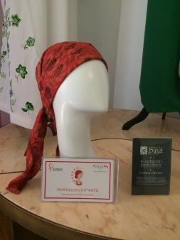 Pañuelos de Fundación Sandra Ibarra de Solidaridad frente al cáncer