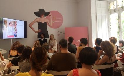 María La fuente y Sergio Gallardo dan una ponencia sobre la sostenibilidad en la moda