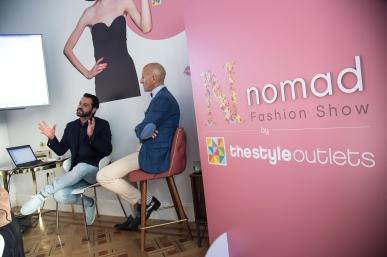 Sergio Gallardo explicando junto a Modesto Lomba cómo se puede trabajar para recuperar las artes textiles