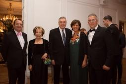 Fadela Mohatar, consejera de cultura junto a algunos de los invitados representantes de La Casa de Melilla en Madrid.