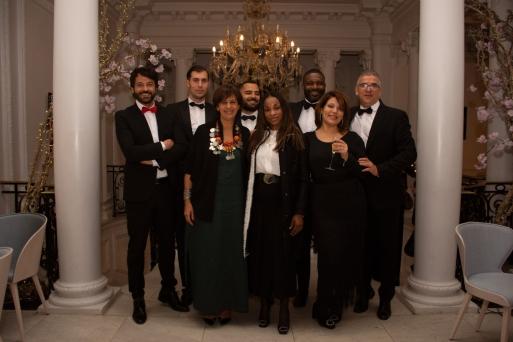 Sergio Gallardo, presidente de Lal La Buya, Fadela Mohatar, consejera de cultura y Guillermina Mekuy, ministra de cultura de Guinea Ecuatorial junto a algunos de los invitados que compartieron velada.