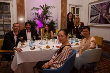 Javier Parrondo, embajada de España en Tailandia, Sergio Gallardo, presidente de Lal La Buya, Natenapa Kongsri y Samerjit Limlikit de la Real Embajada de Tailandia en España junto a algunos de los invitados que compartieron velada.
