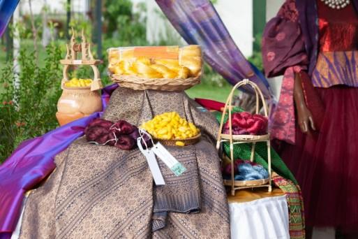 Fruto de la colaboración de la Embajada de Tailandia en España y la Embajada de España en Tailandia, La Asociación de Creadores de Moda de España avala con su colaboración este certamen, que apoya, por sus especiales objetivos, a la asociación Lal La Buya, de la ciudad de Melilla.
